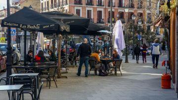 laSexta Noticias 14:00 (05-02-21) Madrid amplía desde hoy de cuatro a seis los grupos en terrazas y obliga a usar mascarillas en la hostelería