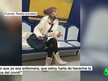 """Graban a una mujer fumando dentro de un vagón del Metro de Madrid: """"¡Esto es increíble!"""""""