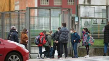 Un grupo de niños en un colegio de Luego, Galicia