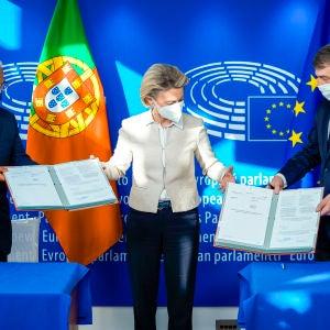 Firma del reglamento por el que se estable el Mecanismo de Recuperación y Resiliencia el pasado 11 de febrero en el Parlamento Europeo