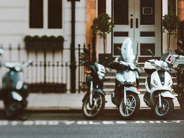 Motos aparcadas en la calle