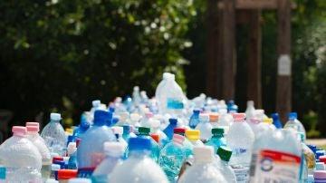 Botellas de plástico.