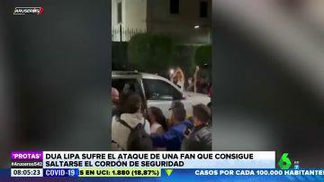Una fan de Dua Lipa se salta el cordón de seguridad y se abalanza sobre ella en México