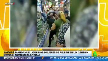 Brutal pelea entre dos mujeres en un centro comercial de Cali (Colombia)