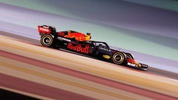 Max Verstappen lidera en Bahréin