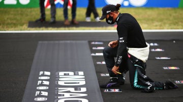 Lewis Hamilton se arrodilla en GP de Portugal 2020
