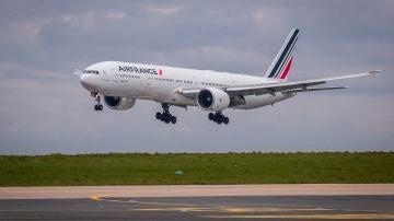 Un avión de Air France, cerca de París