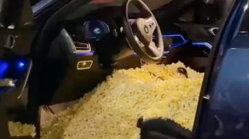 El coche de Cassius Stanley lleno de palomitas