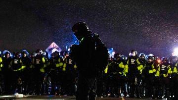 Enfrentamiento entre manifestantes y policías por el asesinato de Wright