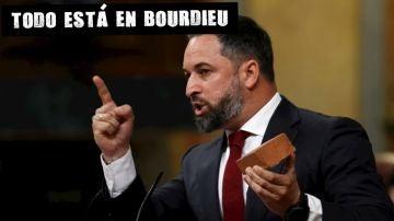 Santiago Abascal muestra un adoquín en el Congreso