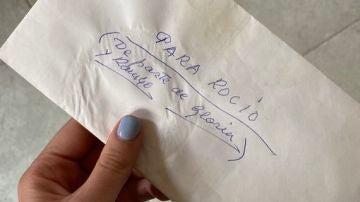 La carta viral de una mujer de 84 años a su vecina para solucionar un problema de Whatsapp que no le deja enviar una foto de su perro