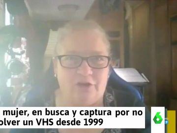 Una mujer descubre que está en busca y captura por no devolver una cinta de VHS desde 1999