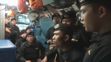 Fotograma del vídeo de los marineros del submarino hundido que ha emocionado a Indonesia