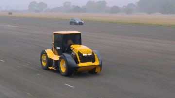 El tractor JCB Fastrack 8000