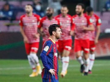 Leo Messi, devastado tras la remontada del Granada en el Camp Nou