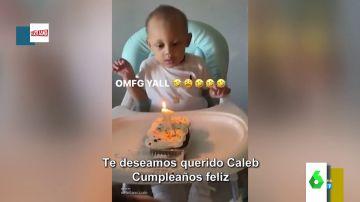 La broma de un padre a su hijo en su primer cumpleaños que acaba con el niño en el suelo