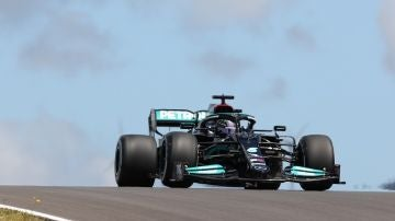 Los Mercedes al frente en Portimao