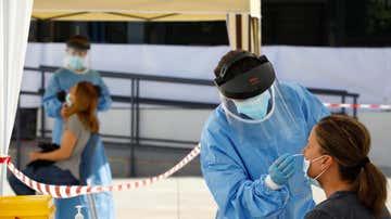 Sanitarios realizan pruebas de coronavirus (Archivo)
