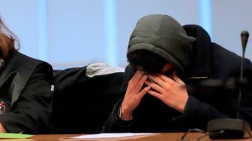 El caníbal de Ventas se lleva las manos a la cara durante el juicio