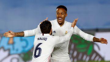 Militao celebra un gol con Nacho