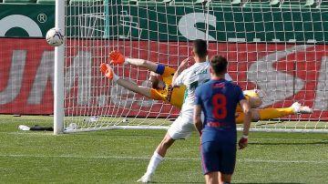 Fidel falla un penalti ante el Atlético