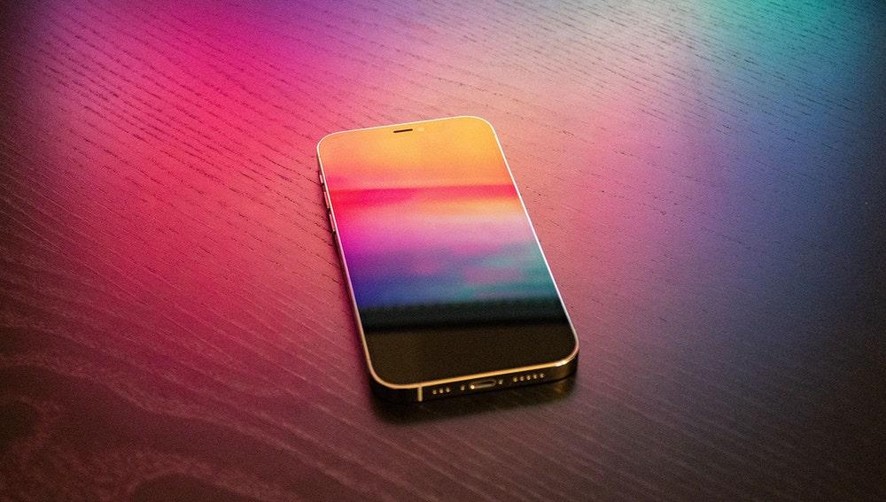 Apple trabaja en el desarrollo de un Iphone con pantalla flexible que saldrá al mercado en 2023