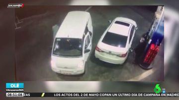 Intentan atracarle en una gasolinera y su rápida reacción ahuyenta a los ladrones
