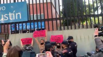 Protesta de Femen en el colegio San Agustín en Charmartín
