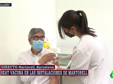 Al Rojo Vivo (13-05-21) Seat empieza a vacunar a sus trabajadores mayores de 58 años, con su personal sanitario y en sus instalaciones