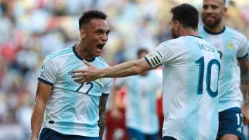 Lautaro Martínez y Leo Messi con la selección argentina