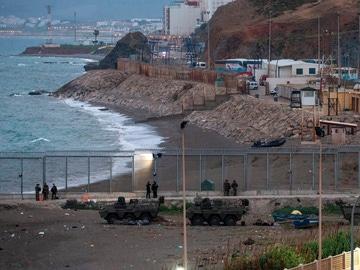 Imagen de la playa de El Tarajal en Ceuta este jueves