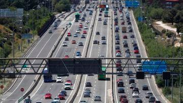 Estado del tráfico en la A6, carretera de A Coruña, durante el primer viernes tras el estado de alarma