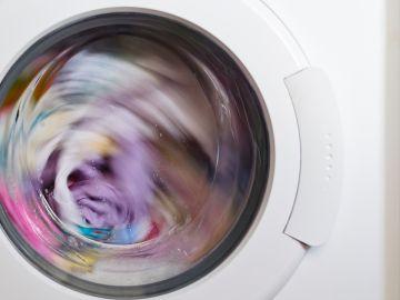 Cómo limpiar la lavadora para que la ropa no huela mal