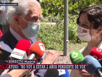 ¿Cómo has hecho para liquidar a Podemos?: la pregunta entre risas de Vargas Llosa a Ayuso