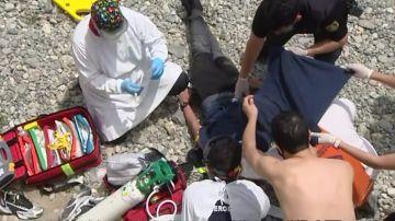 Un migrante llegado a Ceuta se intenta quitar la vida en la playa del Tarajal