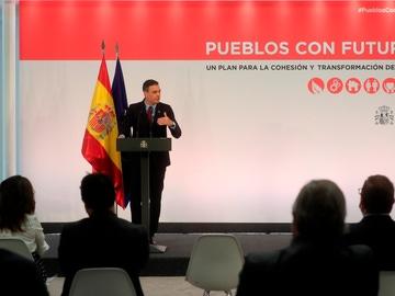 """El presidente del Gobierno, Pedro Sánchez, durante la presentación de la iniciativa """"Pueblos con futuro"""""""
