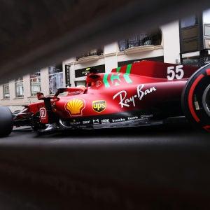 Carlos Sainz, con el Ferrari en Mónaco