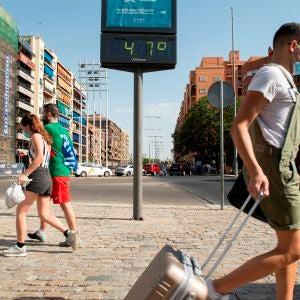 Personas con mascarilla en Sevilla