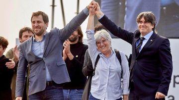 En la foto, Toni Comín, Clara Posantí y Carles Puigdemont