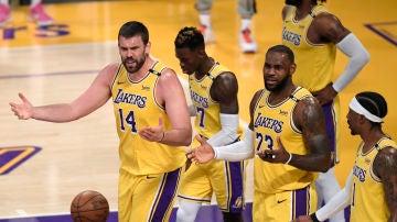 Los Lakers durante el sexto partido de la primera ronda contra los Phoenix Suns.