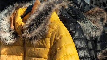 Cómo lavar un abrigo o chaqueta de plumas en casa