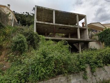 Un nuevo anuncio de idealista revoluciona Twitter: una casa de la que solo quedan los cimientos por 62.000 euros