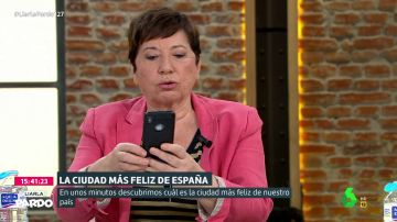 """Celia Villalobos desvela sus trucos para hacerse 'selfies': """"Es que sino salgo muy gorda"""""""