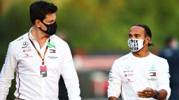 Toto Wolff y Lewis Hamilton