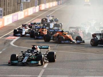 Lewis Hamilton se sale por la escapatoria en Bakú
