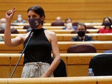 La ministra de Igualdad, Irene Montero, interviene durante la sesión de control al Gobierno celebrada en el Senado.