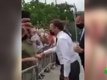 Momento del bofetón a Macron durante un acto