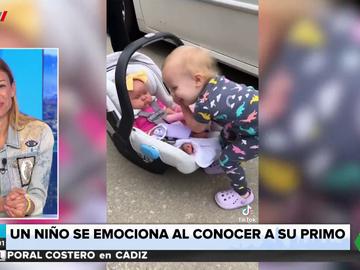 La tierna reacción de un niño pequeño al conocer a su prima recién nacida