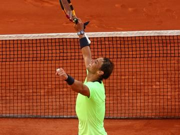Rafa Nadal celebra su pase a cuartos de final de Roland Garros tras vencer a Jannik Sinner