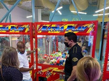 Sorprendente: un niño queda atrapado dentro de una máquina recreativa en Las Palmas de Gran Canaria